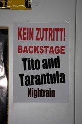 """Zwei Bands, eine Tür: Hier gehts backstage zu """"Tito + Tarantula"""" und """"Nightrain"""". Foto: Alois C. Braun"""